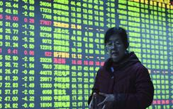 La banque centrale chinoise a poursuivi mercredi sa politique de soutien au yuan pour une quatrième journée consécutive mais ni cette intervention, ni des chiffres meilleurs que prévu du commerce extérieur chinois n'ont suffi à totalement rasséréner les investisseurs. /Photo prise le 13 janvier 2016/REUTERS