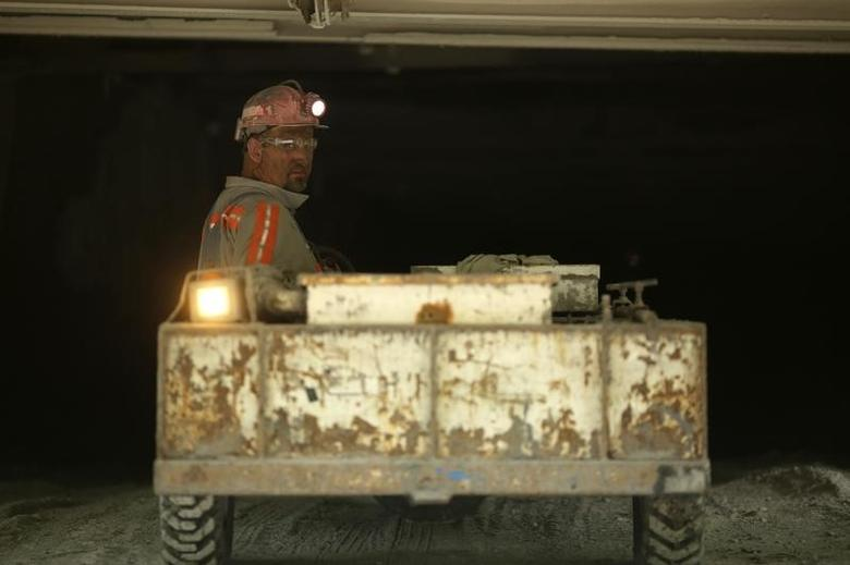 Nick Browning enters a coal mine prior to the start of the afternoon shift at a coal mine near Gilbert, West Virginia May 22, 2014. REUTERS/Robert Galbraith