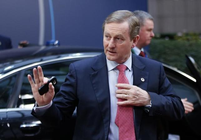 Ireland's Prime Minister Enda Kenny waves as he arrives at a European Union leaders summit in Brussels, Belgium, December 18, 2015.   REUTERS/Francois Lenoir