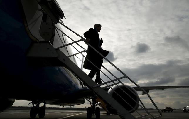 U.S. Secretary of State John Kerry steps from his plane upon his arrival in Vienna, Austria on what is expected to be ''implementation day,'' the day the International Atomic Energy Agency (IAEA) verified that Iran has met all conditions under the nuclear deal, January 16, 2016.  REUTERS/Kevin Lamarque