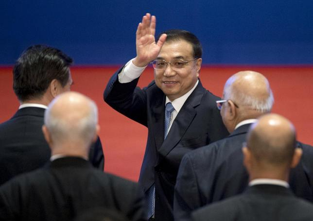 1月18日、中国の習近平国家主席と李克強首相は国内経済について、下振れ圧力が強まっているがファンダメンタルズ(基礎的条件)は堅固との認識を示した。写真は李首相、北京で16日代表撮影(2016年 ロイター/Mark Schiefelbein)