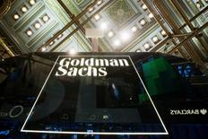 El logo de Goldman Sachs en la Bolsa de Nueva York el 24 de enero de 2014. El brazo de inversión de capital privado de Goldman Sachs se ha asociado con la consultora mexicana Ainda para invertir conjuntamente en proyectos de energía e infraestructura en México, dijo una fuente familiarizada con el asunto. REUTERS/Lucas Jackson