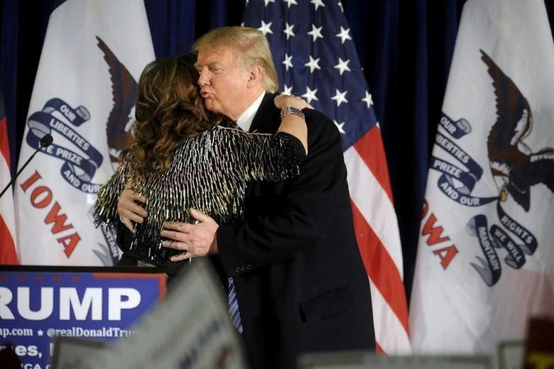 U.S. Republican presidential candidate Donald Trump (R) kisses Former Alaska Gov. Sarah Palin on the cheek after she endorsed him at a rally at Iowa State University in Ames, Iowa January 19, 2016. REUTERS/Mark Kauzlarich . SAP is the sponsor of this coverage which is independently produced by the staff of Reuters News Agency.