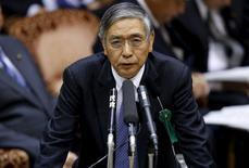 El gobernador del Banco de Japón, Haruhiko Kuroda, dijo el jueves que no está pensando en la adopción de una política de tipos de interés negativos por el momento. En la imagen, Kuroda interviene en el parlamento de Tokio, el 21 de enero de 2016. REUTERS/Toru Hanai