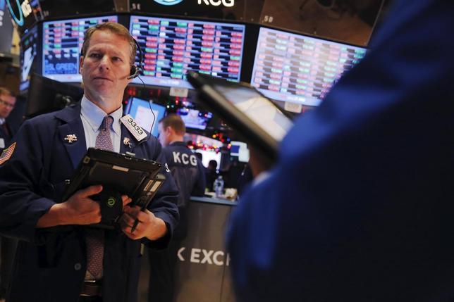 1月21日、米国株式市場は反発。原油相場の持ち直しやドラギ欧州中央銀行(ECB)総裁による追加緩和示唆が好感された。NY証券取引所で2015年12月撮影(2016年 ロイター/Lucas Jackson)