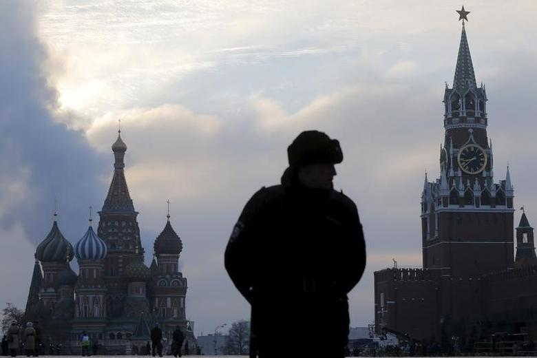 An Interior Ministry member stands guard on Red Square with St. Basil's Cathedral (L) and the Spasskaya Tower of the Kremlin seen in the background in central Moscow, Russia, November 7, 2015. REUTERS/Maxim Shemetov
