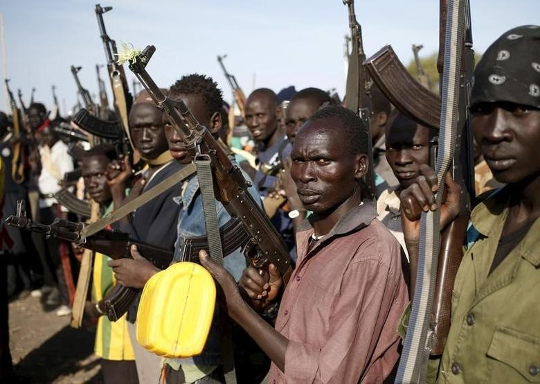 Jikany Nuer White Army fighters holds their weapons in Upper Nile State, South Sudan February 10, 2014. REUTERS/Goran Tomasevic
