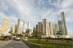 Una autopista en el centro de Ciudad de Panamá, dic 6, 2011. La actividad económica de Panamá se expandió un 4.31 por ciento en tasa interanual en noviembre, la mayor expansión en ocho meses, según datos publicados el lunes por el Gobierno  REUTERS/Henry Romero