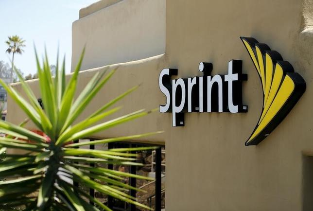 The logo of U.S. mobile network operator Sprint Corp is seen at a Sprint store in San Marcos, California in this August 3, 2015 file photo.        REUTERS/Mike Blake