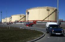 图为俄罗斯Ust-Luga的储油设施。REUTERS/Alexander Demianchuk