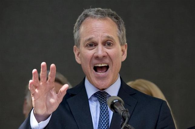 New York State attorney general Eric Schneiderman speaks at a rally to celebrate the passage of the minimum wage for fast-food workers by the New York State Fast Food Wage Board in New York July 22, 2015. REUTERS/Brendan McDermid
