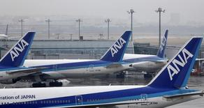 ANA Holdings va acheter à Airbus trois très gros porteurs A380, représentant un contrat de 1,14 milliard d'euros au prix catalogue. Le premier d'entre eux doit être livré en 2018. /Photo d'archives/REUTERS/Yuya Shino