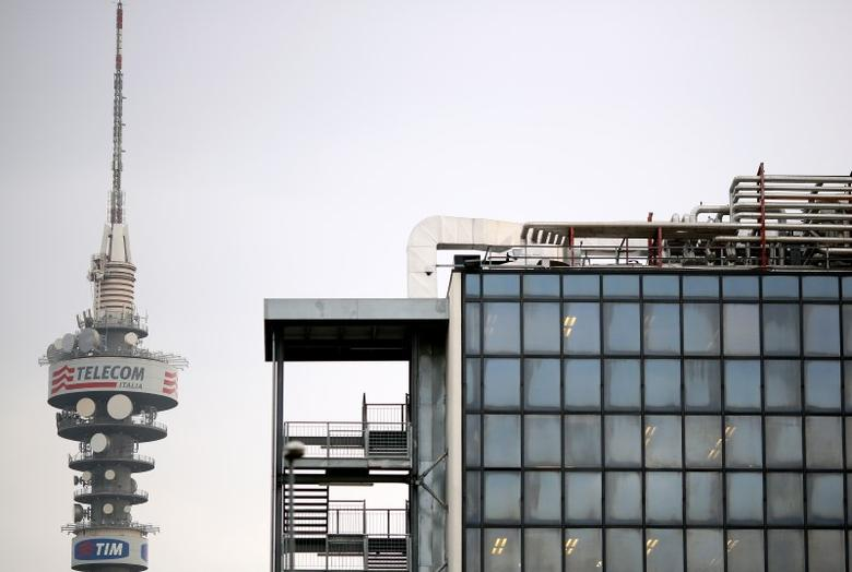 A Telecom Italia tower (L) is pictured in Rome, December 20, 2013. REUTERS/Alessandro  Bianch