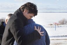 Canada's Prime Minister Justin Trudeau hugs Phyllis Longobardi in La Loche, Saskatchewan January 29, 2016. REUTERS/Jonathan Hayward/Pool