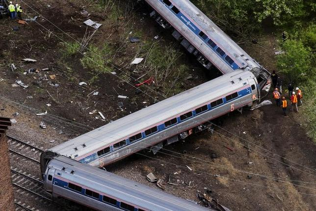 Emergency workers and Amtrak personnel inspect a derailed Amtrak train in Philadelphia, Pennsylvania May 13, 2015.  REUTERS/Lucas Jackson