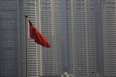 Bandeira nacional chinesa vista em Xangai.    13/01/2016   REUTERS/Aly Song