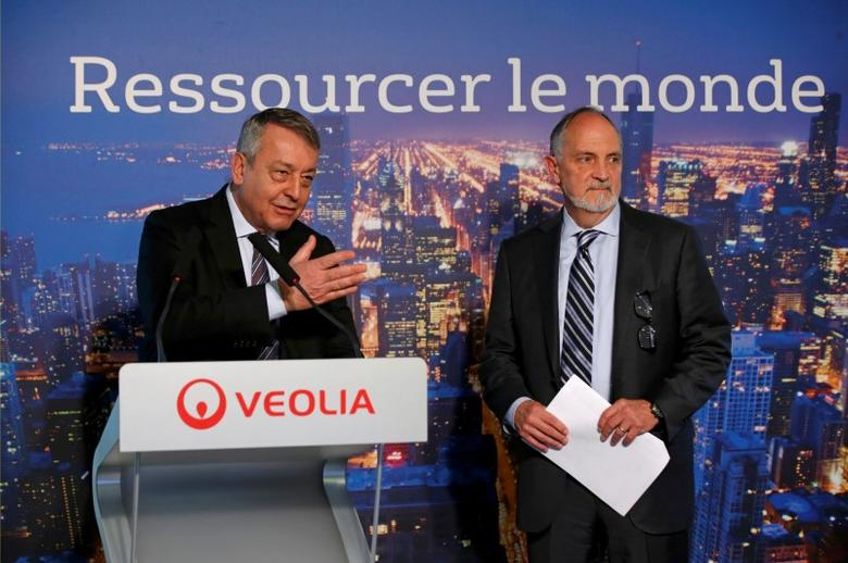 Antoine Frerot (L), Chief Executive Officer of Veolia, and Bill Gallo, Chief Executive Officer of Kurion, attend a news conference in Paris, France, February 3, 2016. REUTERS/Philippe Wojazer