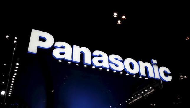 2月3日、パナソニックは2016年3月期の連結業績予想を下方修正した。中国におけるエアコンやデバイス事業、ICT(情報通信技術)向け二次電池事業などの悪化を織り込んだ。写真は千葉県の幕張メッセで昨年10月撮影(2016年 ロイター/Yuya Shino)