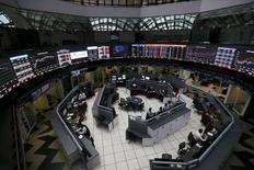 El interior de la rueda de operaciones de la bolsa mexicana en Ciudad de México, ago 24, 2015. Las acciones de la endeudada constructora mexicana ICA caían el lunes en la bolsa mexicana mientras la compañía enfrenta una crisis de liquidez, que la obliga a vender activos y a trabajar en la reestructuración de su pesada deuda.  REUTERS/Edgard Garrido