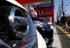 Nissan annonce un bénéfice d'exploitation plus élevé que prévu au troisième trimestre, les fortes ventes réalisées en Europe occidentale et en Amérique du Nord ayant compensé des effets de change défavorables dans les marchés émergents. /Photo prise le 10 février 2016/REUTERS/Yuya Shino