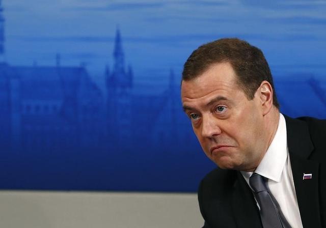 رئيس الوزراء الروسي ديمتري ميدفيديف اثناء مؤتمر في ميونيخ يوم السبت. تصوير: مايكل دالدر - رويترز.