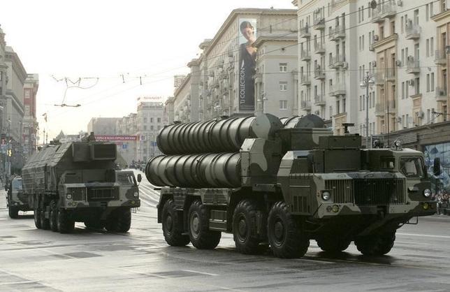 2月15日、ロシア通信(RIA)は15日、外務省筋の話として、ロシアがイランに長距離地対空ミサイルシステム「S-300」(写真)の供与を「近いうちに」開始すると報じた。2009年5月撮影(2016年 ロイター/Alexander Natruskin)