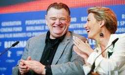 Actors Emma Thompson and Brendan Gleeson (L) attend a news conference to promote the movie 'Alone in Berlin' at the 66th Berlinale International Film Festival in Berlin, Germany, February 15, 2016. REUTERS/Hannibal Hanschke