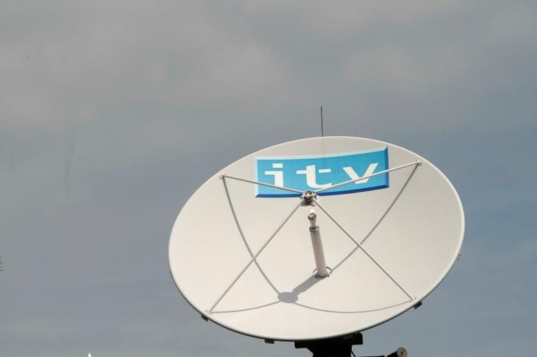 An ITV satellite dish sits on top of the broadcaster's building, in London August 6, 2009. European broadcasters ITV and ProSiebenSat.1 offered a glimmer of hope to the sector on Thursday, with the German firm cutting costs heavily and ITV finally seeing signs the advertising collapse was easing.    REUTERS/Stephen Hird