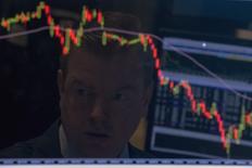 Les décrochages des marchés financiers n'ont pas toujours été suivis d'une récession, loin s'en faut, mais les récentes turbulences peuvent produire des effets d'auto-prophétie et exposer l'économie mondiale à de nouveaux chocs. /Photo prise le 25 août 2015/REUTERS/Brendan McDermid