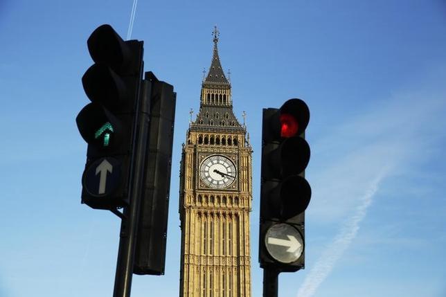 2月23日、英FTSE100種企業36社の経営陣らが同国の欧州連合離脱は経済をリスクにさらし雇用にも影響すると警告する内容の投書をタイムズ紙に送った。写真はビッグベン、ロンドン市内で22日撮影(2016年 ロイター/Luke Macgregor)