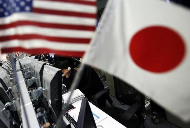 2月25日、正午のドル/円は、前日ニューヨーク午後5時時点に比べ、ややドル高/円安の112.36/38円だった。写真は都内で2014年1月撮影(2016年 ロイター/Yuya Shino)