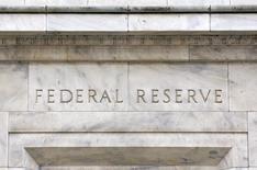 El presidente de la Reserva Federal de Dallas, Robert Kaplan, dijo el miércoles que su evaluación más pesimista del ritmo del banco central para una subida de tipos de interés se verá reflejada en la próxima reunión de política monetaria en marzo. En la imagen de archivo, una vista panorámica de la fachada del edificio de la Reserva Federal de EEUU, situada en Washington, el 18 de marzo de 2008. REUTERS/Jason Reed