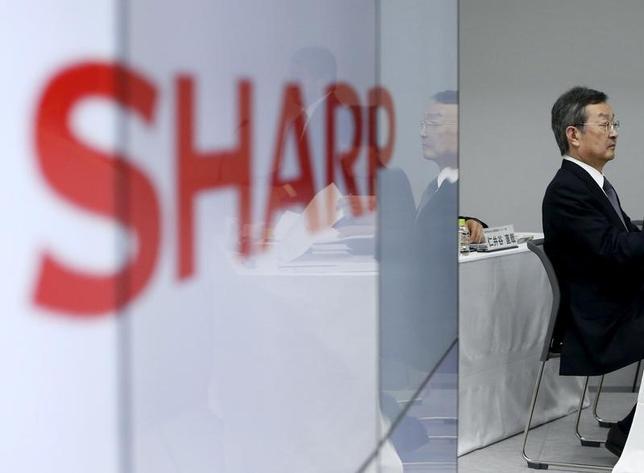 2月25日、台湾の鴻海(ホンハイ)精密工業の支援受け入れを決めたシャープは、2018年初頭にも有機ELの量産を始めると発表した。写真は4日の記者会見で撮影(2016年 ロイター/Yuya Shino)