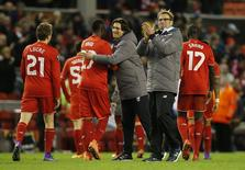 Liverpool comemora vitória sobre Augsburg na Liga Europa.  25/2/16. Reuters/Andrew Yates