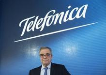 Cesar Alierta, président de Telefonica. L'opérateur télécoms a rassuré vendredi sur le paiement de son dividende pour les cinq à dix prochaines années, prévoyant une hausse de son chiffre d'affaires et des marges confortables cette année. /Photo prise le 26 février 2016/REUTERS/Juan Medina