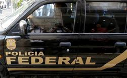 Carro da Polícia Federal durante operação no Rio de Janeiro. 28/07/2015 REUTERS/Sergio Moraes
