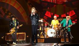 """El grupo The Rolling Stones en una presentación de su gira """"Olé"""" en Sao Paulo, Brasil, feb 27, 2016.. El grupo The Rolling Stones dará un concierto gratuito en La Habana el 25 de marzo, anunció el representante de la banda el martes, un hito para un país en donde el Gobierno comunista prohibió en el pasado la música del grupo por considerarla un """"diversionismo ideológico"""".  REUTERS/Paulo Whitaker"""