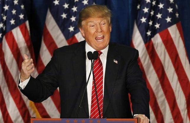 3月3日、大統領選の党指名争いでトップを走る不動産王ドナルド・トランプ氏の勢いを抑えようと共和党関係者が躍起になるなか、31人いる共和党州知事の多くは、党内の混乱に極力関わらないようにしている。写真はトランプ氏。メイン州 ポートランドで撮影(2016年 ロイター/Joel Page)