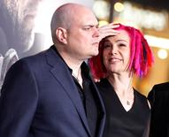 Andy Wachowski (esquerda) ao lado da irmã Lana Wachowski em Hollywood. REUTERS/Fred Prouser