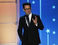 J.J. Abrams durante premiação em Santa Monica.  17/1/2016.  REUTERS/Mario Anzuoni