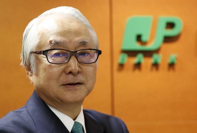 3月14日、政府は、日本郵政の西室泰三社長(80)の後任に、ゆうちょ銀行の長門正貢社長(67)(写真)を起用する方向で調整に入った。複数の関係筋が同日、明らかにした。写真は都内で昨年10月撮影(2016年 ロイター/Toru Hanai)
