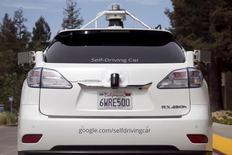 Utilitário Lexus na Califórnia equipado com sensores do Google para carros autônomos. 12/3/2016. REUTERS/Elijah Nouvelage/Files