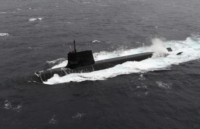 3月15日、海上自衛隊は、フィリピンへ15年ぶりに潜水艦を派遣すると正式に発表した。艦艇の寄港は受け入れ国と親密な関係にあることを示すことになり、南シナ海でフィリピンと領有権を争う中国へのけん制につながる。写真は海上自衛隊の潜水艦。提供写真(2016年 ロイター)