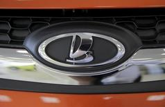 The logo of Russian automobile maker Avtovaz is seen on a Lada car, which is on sale at the 'AvtoGermes' dealership in Moscow, Russia, March 14, 2016. REUTERS/Maxim Shemetov
