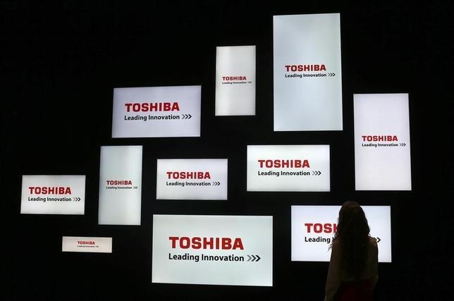 3月15日、東芝は昨年表面化した不正会計問題で新たに7件、計58億円の利益水増しが判明していたことを公表した。ベルリンで開かれたコンシューマーエレクトロニクスショーで2014年9月撮影(2016年 ロイター/Hannibal Hanschke)