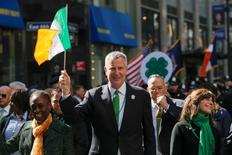New York Mayor Bill de Blasio (C) marches along the Fifth Avenue during the St. Patrick's Day parade in New York March 17, 2016. De Blasio ended his two-year boycott of the annual St. Patrick's Day parade on Thursday, joining in the world's largest celebration of Irish heritage after organizers opened the event up to all openly LGTB marchers. REUTERS/Eduardo Munoz