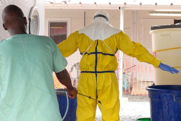 A health worker gets sprayed with disinfectant in an Ebola virus treatment center in Conakry, Guinea, November 17, 2015.  REUTERS/Saliou Samb