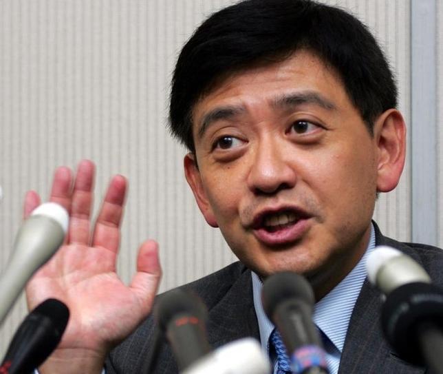 3月25日、村上世彰氏(写真)率いるファンドが相場操縦をした疑いで証券取引等監視委員会から調査を受けていた件で、村上氏の第三者委員会(委員長=宗像紀夫・弁護士)は、「相場操縦罪は成立しない可能性が濃厚」との調査結果を監視委に提出した。都内で2006年6月撮影(2016年 ロイター/Toshiyuki Aizawa)