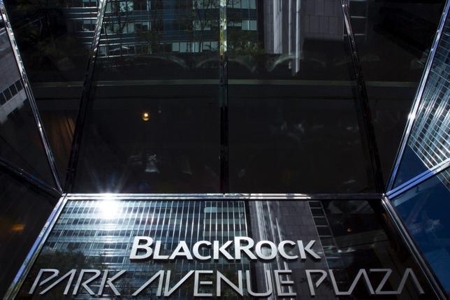 The BlackRock sign is pictured in the Manhattan borough of New York, October 11, 2015.  REUTERS/Eduardo Munoz
