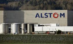 Alstom compte dégager une marge d'exploitation ajustée d'environ 7% en 2020 en misant sur l'innovation dans la signalisation, les systèmes et services ferroviaires et en rationalisant ses coûts. /Photo prise le 15 octobre 2016/  REUTERS/Arnd Wiegmann